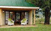 Ein schattiges Plätzchen bietet die eigene Terrasse vor dem Zimmer!